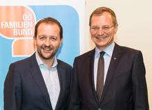 Familienbund-Präsident Bernhard Baier mit Landeshauptmann thomas Stelzer