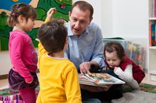 Präsident Baier beim Vorlesen in Linz