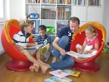 Familienbund-Präsident Bernhard Baier beim Vorlesen
