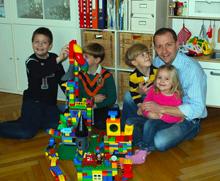 Präsident Bernhard Baier mmit Seinen Kindern beim Spielen