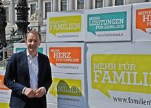 Familienbund-Präsident Bernhard Baier und Bundesministerin Sofie Karmasin