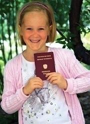 Mädchen mit Reisepass